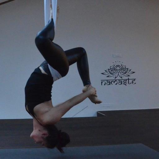 cropped-Flying-yoga-Urška-Lapan-Kodela.jpg